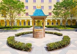 ディズニーセレブレーションホテルウィッシュの中庭の写真(画像引用元:Disney)