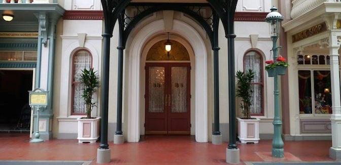 クラブ33の入り口(画像引用元:DisneyHotelGuide)