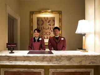 ディズニーホテルのフロント(画像引用元:楽天トラベル)