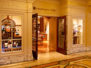 ディズニーホテルのショップ(画像引用元:楽天トラベル)