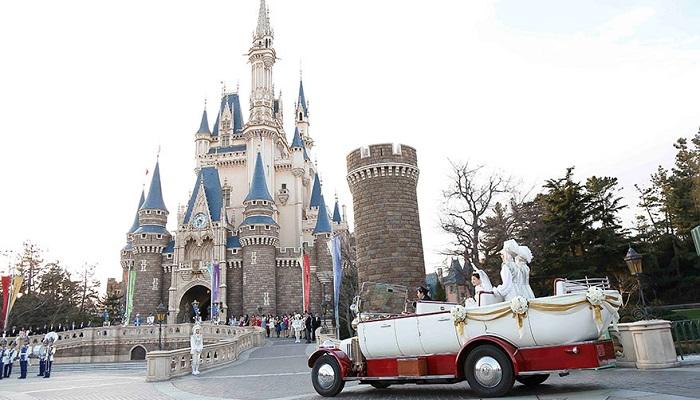 ディズニーランドホテルウェディングシンデレラ城内で挙式2(画像引用元:Disney)