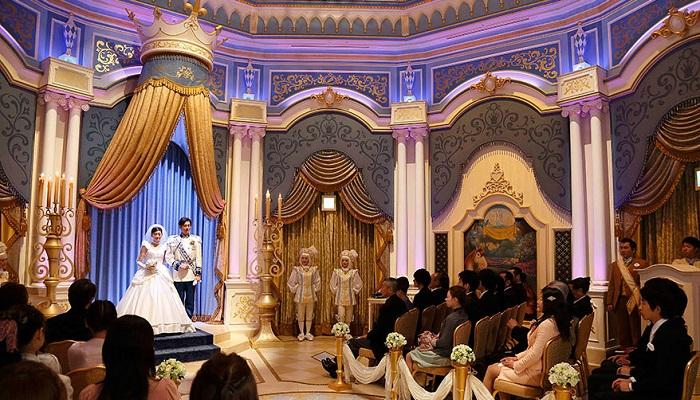 ディズニーランドホテルウェディングシンデレラ城内で挙式(画像引用元:Disney)