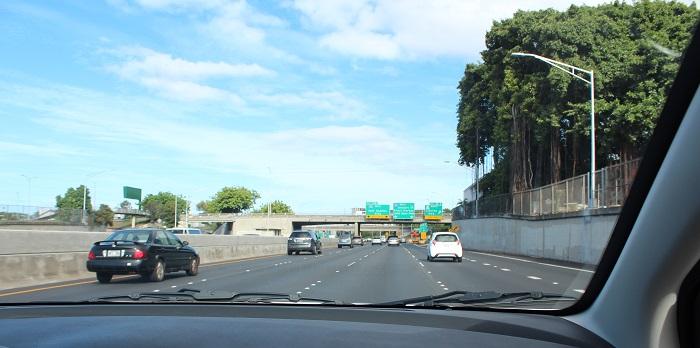ハワイのレンタカーで高速道路