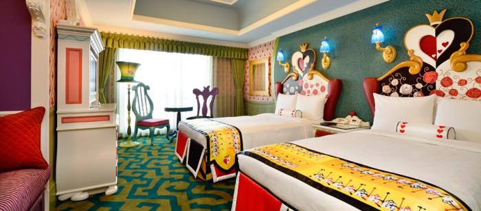 東京ディズニーランドホテルの不思議の国のアリスルーム(画像引用元:楽天トラベル)