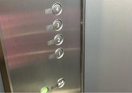 JCBラウンジのエレベーター(ニモ&フレンズ・シーライダー)