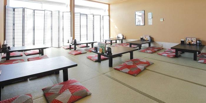 大江戸温泉物語浦安万華鏡のレストランの雰囲気(画像引用元:楽天トラベル)